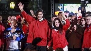 Nicolás Maduro y su esposa celebrando la victoria tras el referéndum.