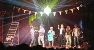 El espectáculo se convierte en una fiesta con participación del público.