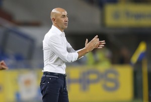 Paco Ayestarán dirigiendo un partido de Las Palmas