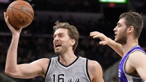 Pau Gasol durante el partido de los Spurs contra Sacramento Kings.