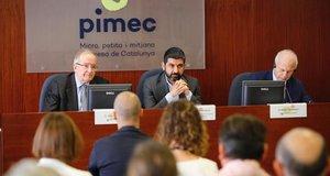 El presidente de Pimec, Josep González (izquierda), junto al 'conseller' de Treball, Chakir El Homrani (centro) y elvicepresidente de CGEM,Khalid Benjelloun (derecha); en unas jornadas organizadas por la patronal catalana de pymes.