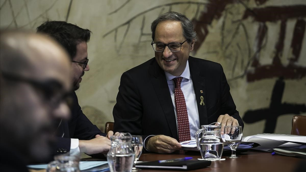 El president Quim Torra se muestra sonriente al inicio del Consell Executiu.