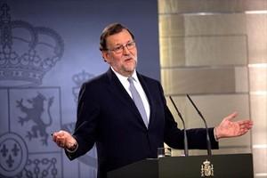 El presidente Mariano Rajoy comparece ante la prensa tras reunirse con el Rey.