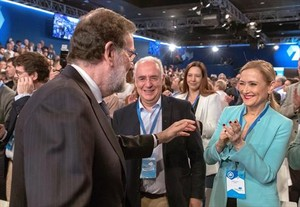 Rajoy li assenyala el camí: també ha de deixar el control del PP de Madrid