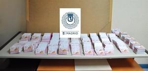 Requisan 25.000 tarjetas de publicidad de prostitutas en Madrid.