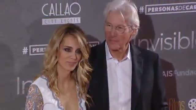 Gere apareció con su novia española Alejandra Silva en los Cines Callao de Madrid para estrenar 'Invisibles', una película dirigida y escrita por Oren Moverman.