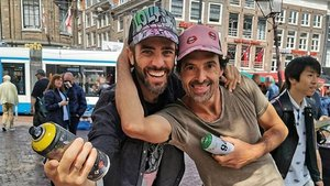 El presentador Roberto Leal con el rapero Metro en Ámsterdam.