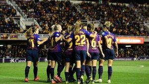 Las jugadores del Barça celebran el tercer gol azulgrana contra el LSK Kvinner, este miércoles en el Mini.