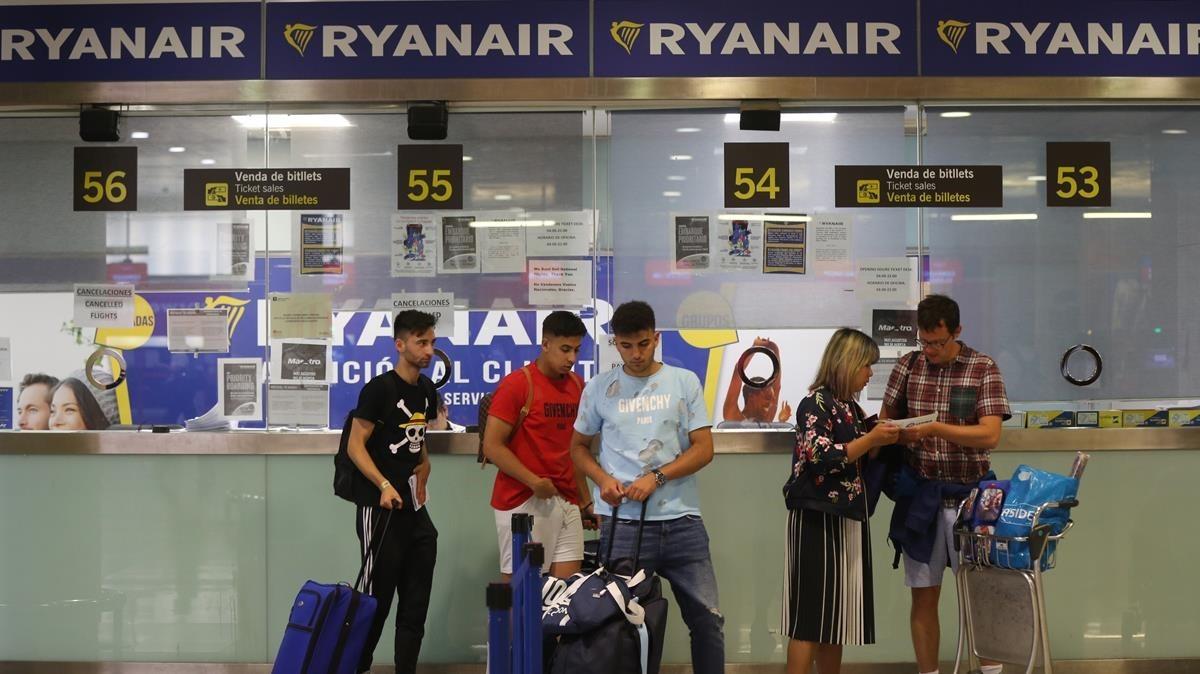 La T-2 del aeropuerto de Barcelona, durante la huelga de Ryanair.