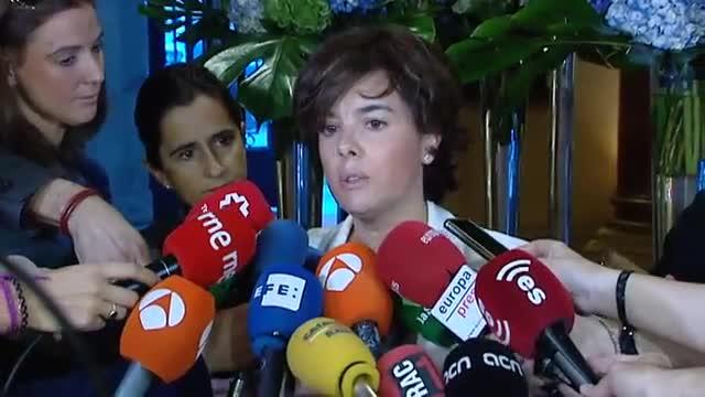 La vicepresidenta, Soraya Sáenz de Santamaría, pregunta a Carles Puigdemont hasta cuándo va a seguir abusando de Catalunya.