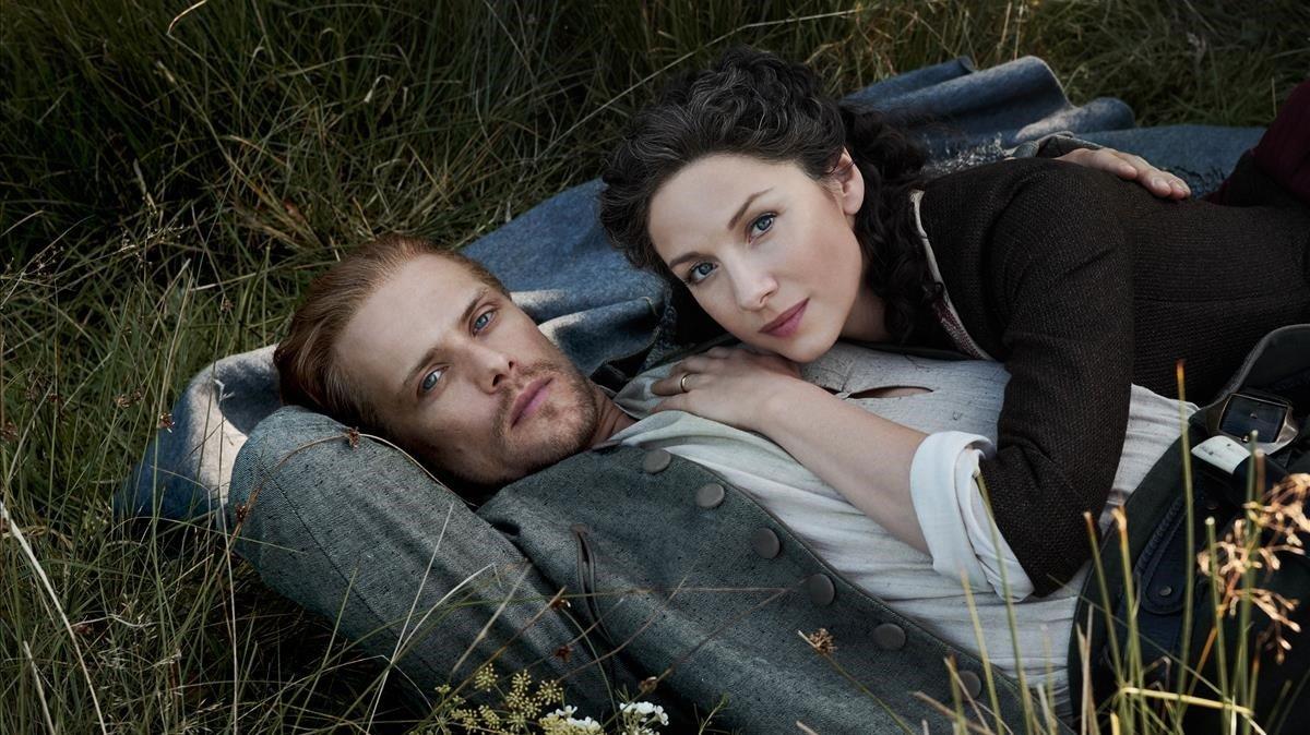 Sam Heughan y Caitriona Balfe, en 'Outlander'.