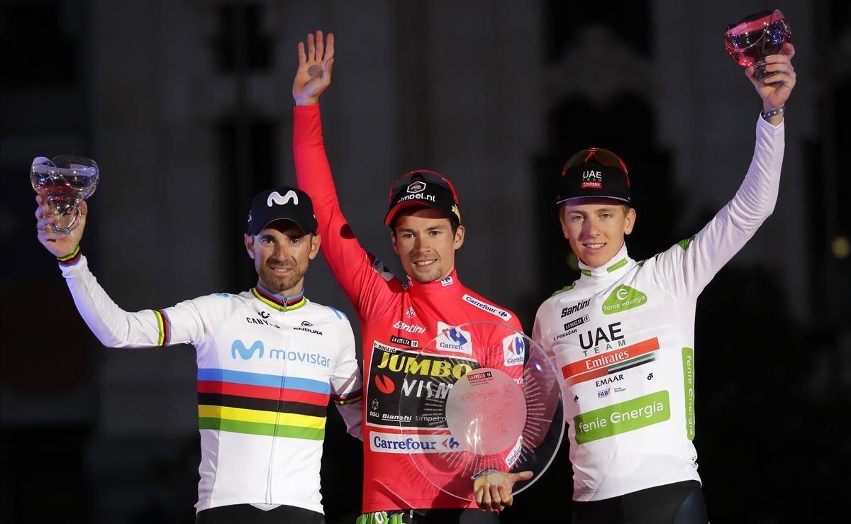 Roglic, en el centro, con Valverde y Pogacar, a la derecha, en el podio final de la Vuelta 2019.