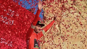 Adam Yates, el podio del Tour de los Emiratos.