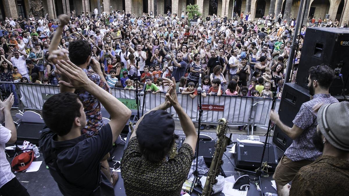 The Penguins, en concierto, en la plaza Major de Nou Barris, el pasado día 7