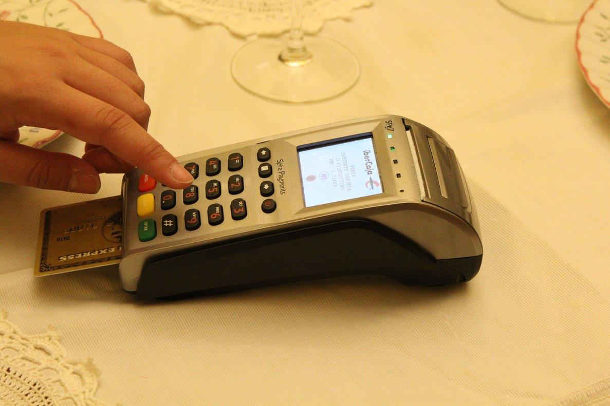 La doble autenticación ya la llevamos a cabo en muchos comercios alpagarcon tarjeta.