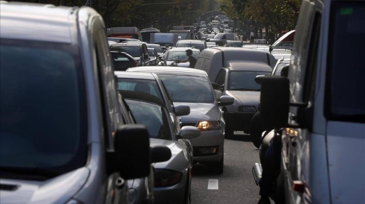 Tráfico en la calle de Mallorca de Barcelona.