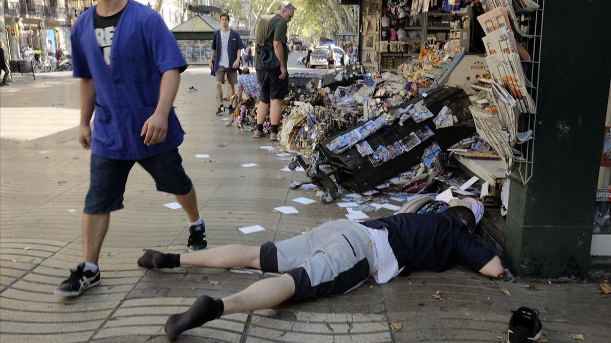 Una de las personas atropelladas en pleno centro de La Rambla.