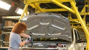 Cadena de montaje de una fábrica de automóviles.