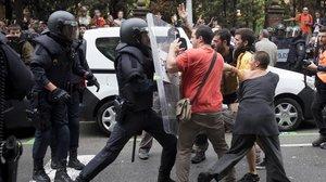 Quatre caps de la Policia Nacional imputats per l'1-O assenyalen qui els va ordenar actuar