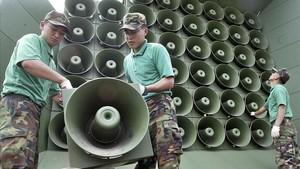 Imagen de archivo de altavoces surcoreanos en la frontera.