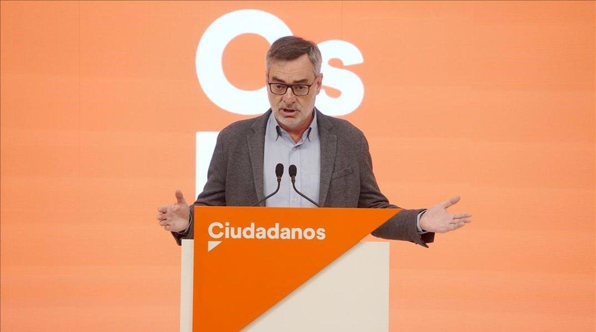 El secretario general de Cs, José Manuel Villegas, en rueda de prensa tras la primera reunión del comite de negociaciones