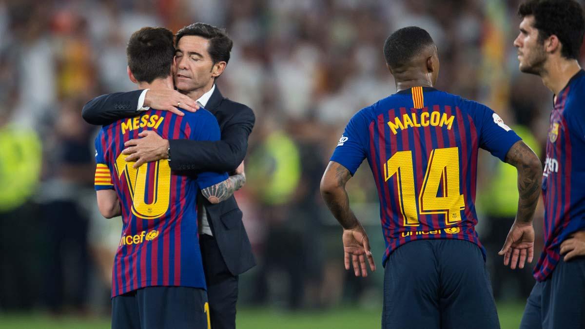 El Valencia conquista la Copa del Rey. En la foto, Marcelino intenta consolar a Messi tras la final de Copa perdida por el Barça.
