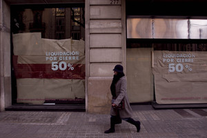 Varias tiendas cerradas por el impacto de la crisis, en Barcelona.