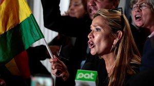 La vicepresidenta segunda del Senado de Bolivia, Jeanine Añez, a su llegada al Congreso, este lunes.
