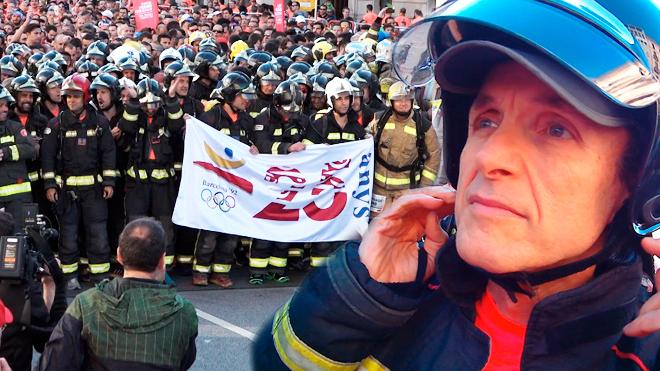Reportaje de la Cursa dels Bombers del periodista Manuel de Luna de EL PERIÓDICO, conel uniforme de bombero.
