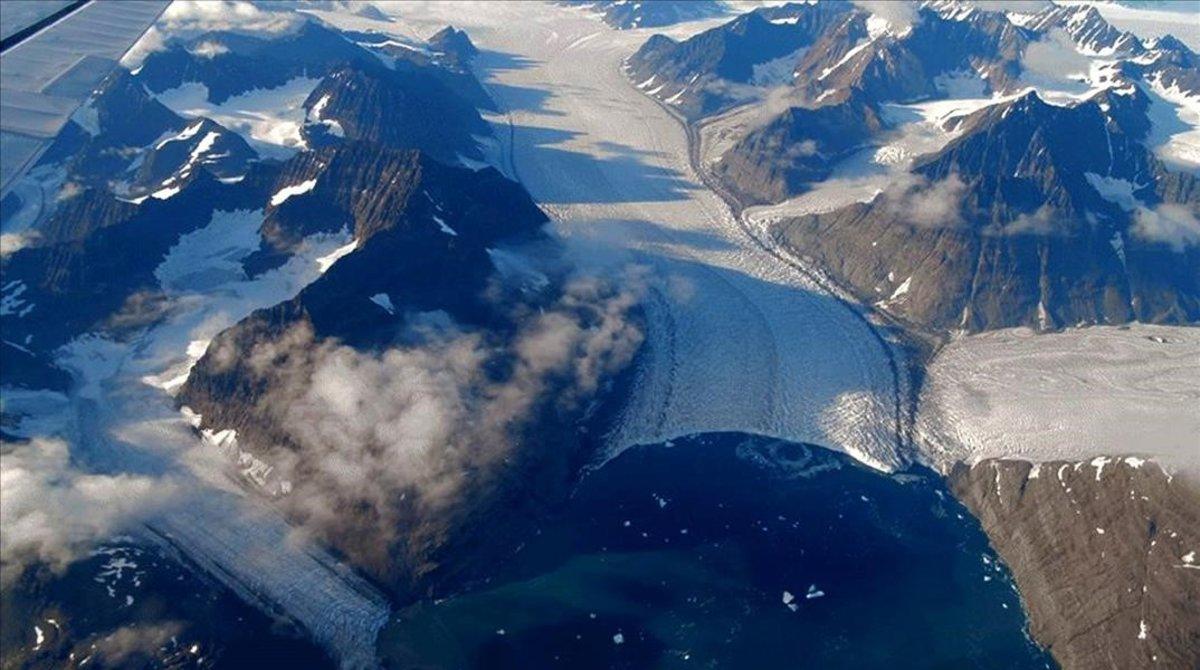 Vista aérea de la capa de hielo de Groenlandia, en octubre del 2018.
