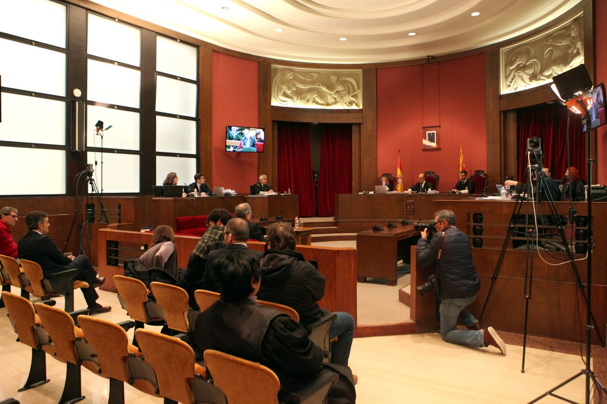 Vista general de la sala del TSJC donde se celebra el juicio a Quim Torra por desodediencia.