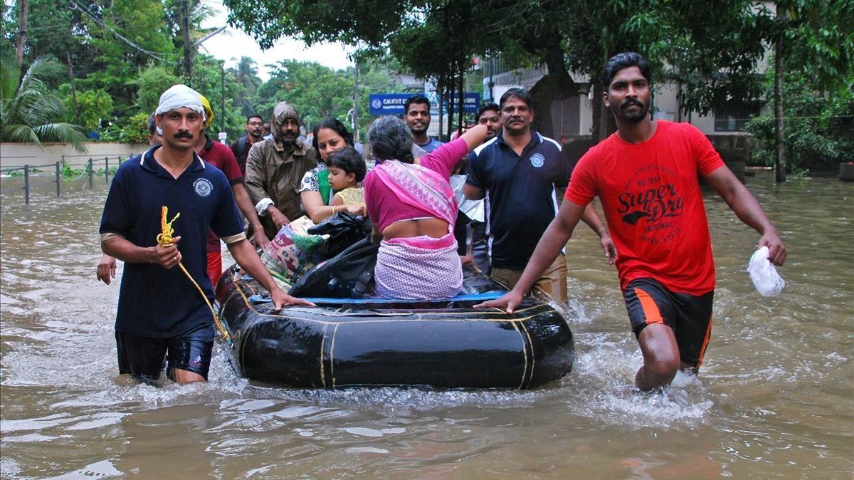 Las inundaciones en India causan 324 muertos