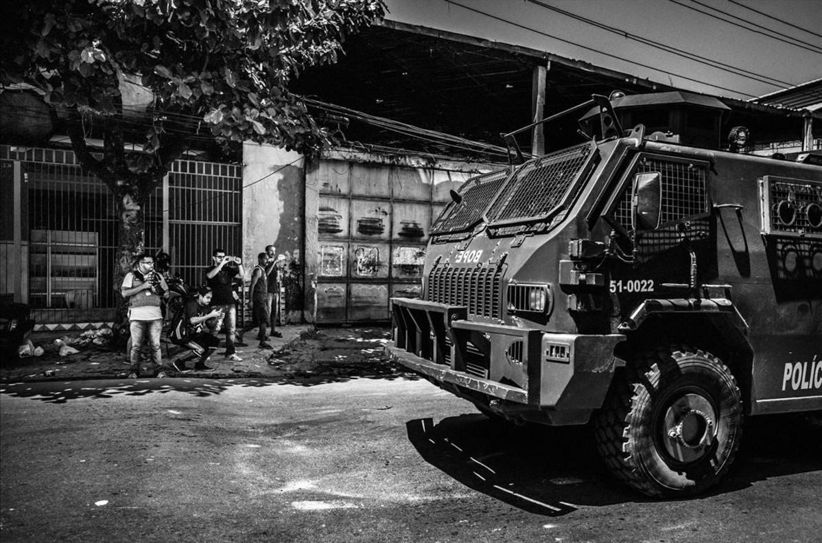 Patrullas en las favelas de Río de Janeiro (Brasil).Una de las imágenes ganadoras en el World Press Photo 2016.