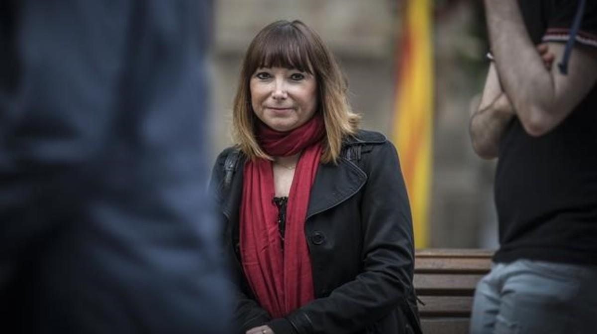 Delphine Crespo: «Sellaron un vertedero sobre la fosa de mi familia»