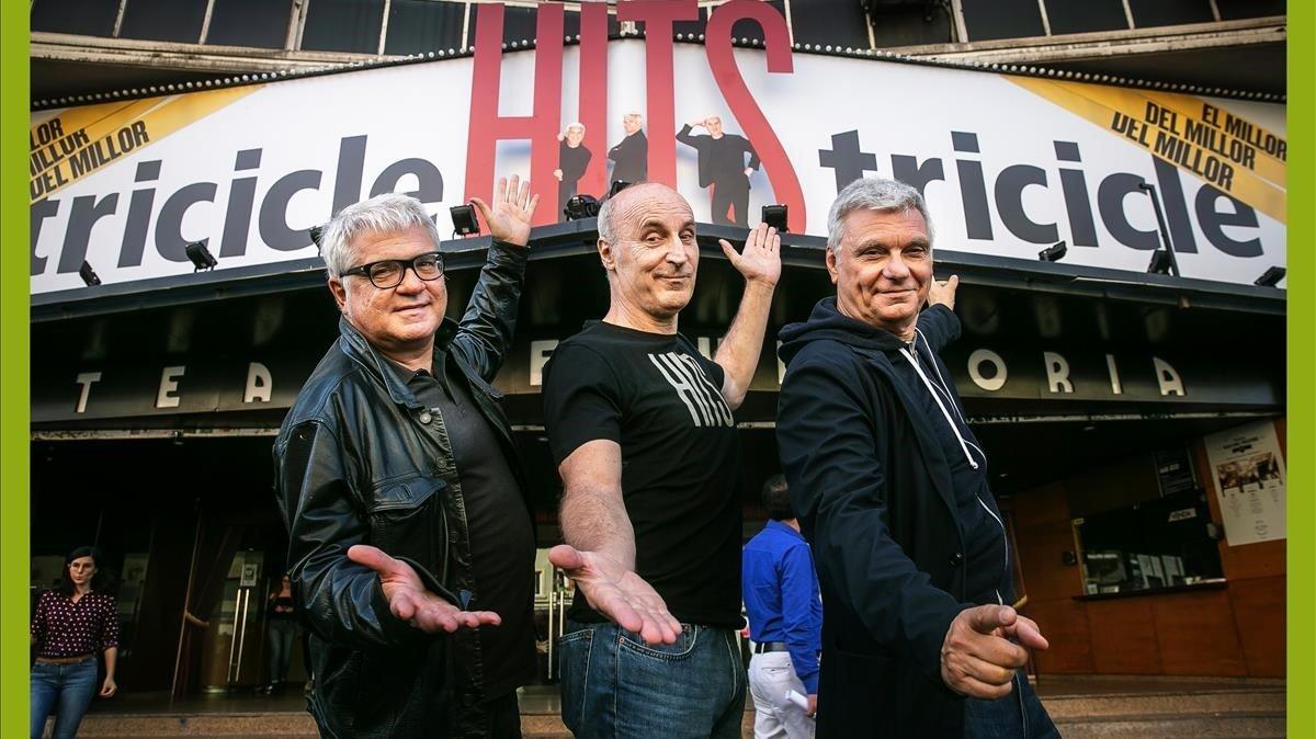 Joan Gràcia, Paco Mir y Carles Sans, Tricicle, en lapresentación de'Hits' en el Teatre Victòria.