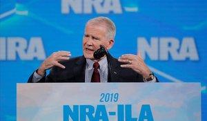 El presidente de la Asociación Nacional de Rifle (ANR), Oliver North, en su 148º encuentro anual en Indianapolis (Indiana, EEUU).