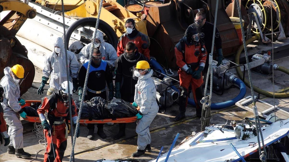 Recuperats 4 cadàvers més del barco que va naufragar al Danubi