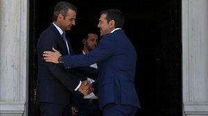 Tsipras dona el relleu a Mitsotakis