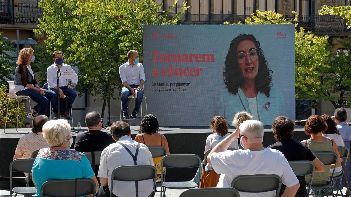 Presentación del libro 'Tornarem a vèncer', deMarta Rovira (en pantalla)y Oriol Junqueras, el 12 de septiembre en Manresa.