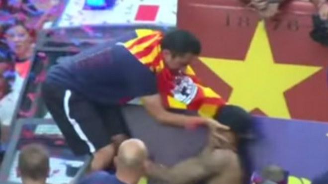 Manotada de Xavi a Neymar durant la festa per la Champions