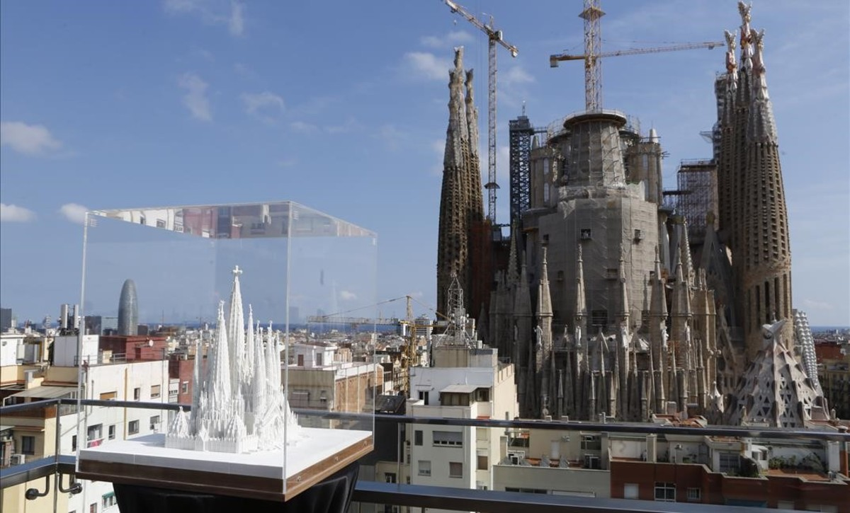 La sagrada fam lia vuelve a aumentar las medidas de seguridad - Escaleras de caracol barcelona ...