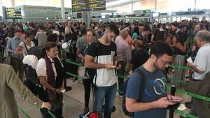 zentauroepp39439371 colas aeropuerto el prat ricard cugat170725084257