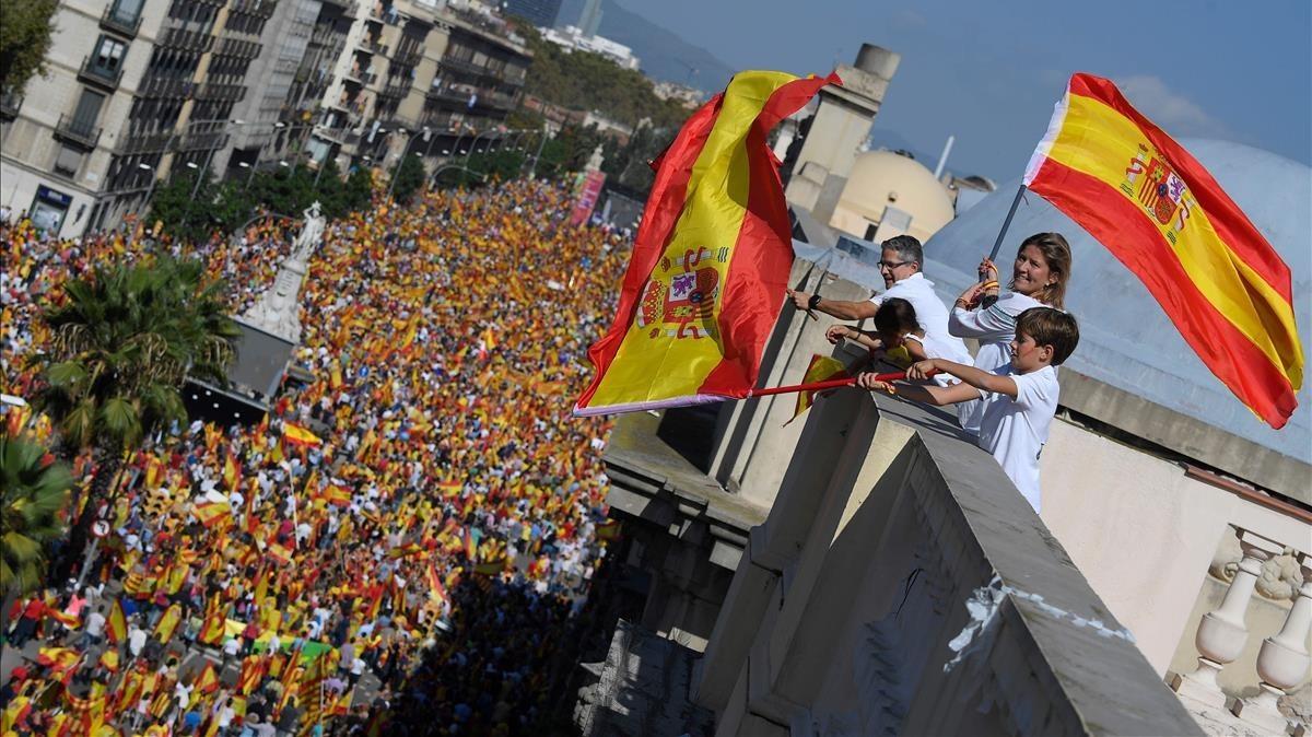 Imáagenes de la marcha de los no Independentistas