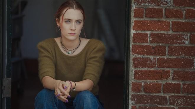 Saoirse Ronan, en un fotograma de Lady Bird, de Greta Gerwig