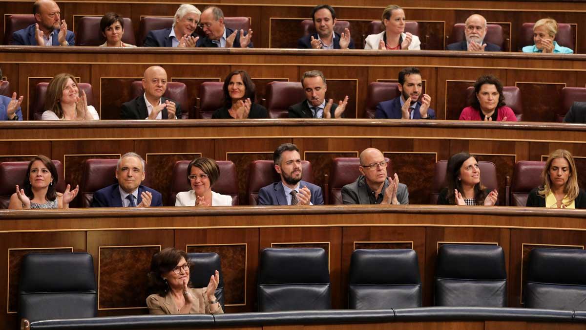El Congrés aprova l'exhumació de Franco amb l'abstenció del PP i Cs