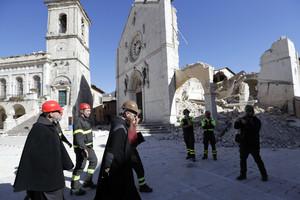 Lo único que ha resistido de la catedral de San Benedicto, en Norcia, ha sido la fachada.