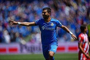 Ángel, delantero del Getafe, celebra un gol en el último partido del equipo de Bordalás.