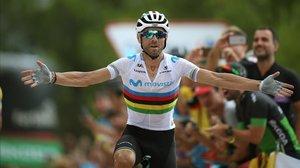 Alejandro Valverde, ganando la séotima etapa de la Vuelta a España del 2019.