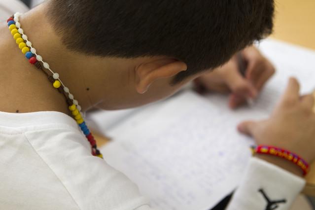 Alumno preparándose para los exámenes en Barcelona.