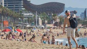 Ambiente en las playas de Barcelona el pasado sábado.